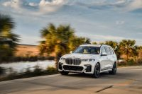 Gallery: 2019 BMW X7 xDrive50i in Mineral White Metallic